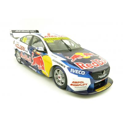 Classic Carlectables 18737 Holden ZB Commodore Final Holden Factory Supercar Jamie Whincup / Craig Lowndes - Scale 1:18