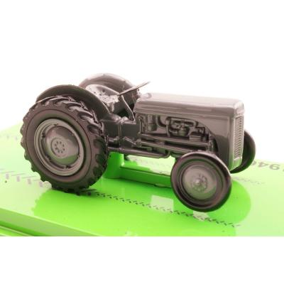 Road Ragers 1946 Ferguson TE20 Tractor 'Little Grey Fergie' Scale 1:64