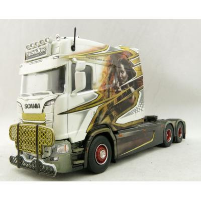 Tekno 71524 - Scania S500 HL Longline 6x2 Show Truck - Laröd Akeri / Mockingjay - Scale 1:50