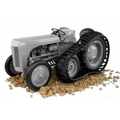 Universal Hobbies UH5303 MASSEY FERGUSON TEA 20 Tractor 1947 with Half Track Little Grey Fergie 1:16