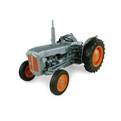 Universal Hobbies UH5315 1957 Fordson Dexta Tractor - Alexandra Palace - Launch Edition Scale 1:16