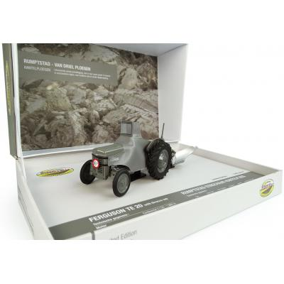 Universal Hobbies UH5364 Coffret Ferguson TEA20 Tractor with Rumptstad Plough 1:32