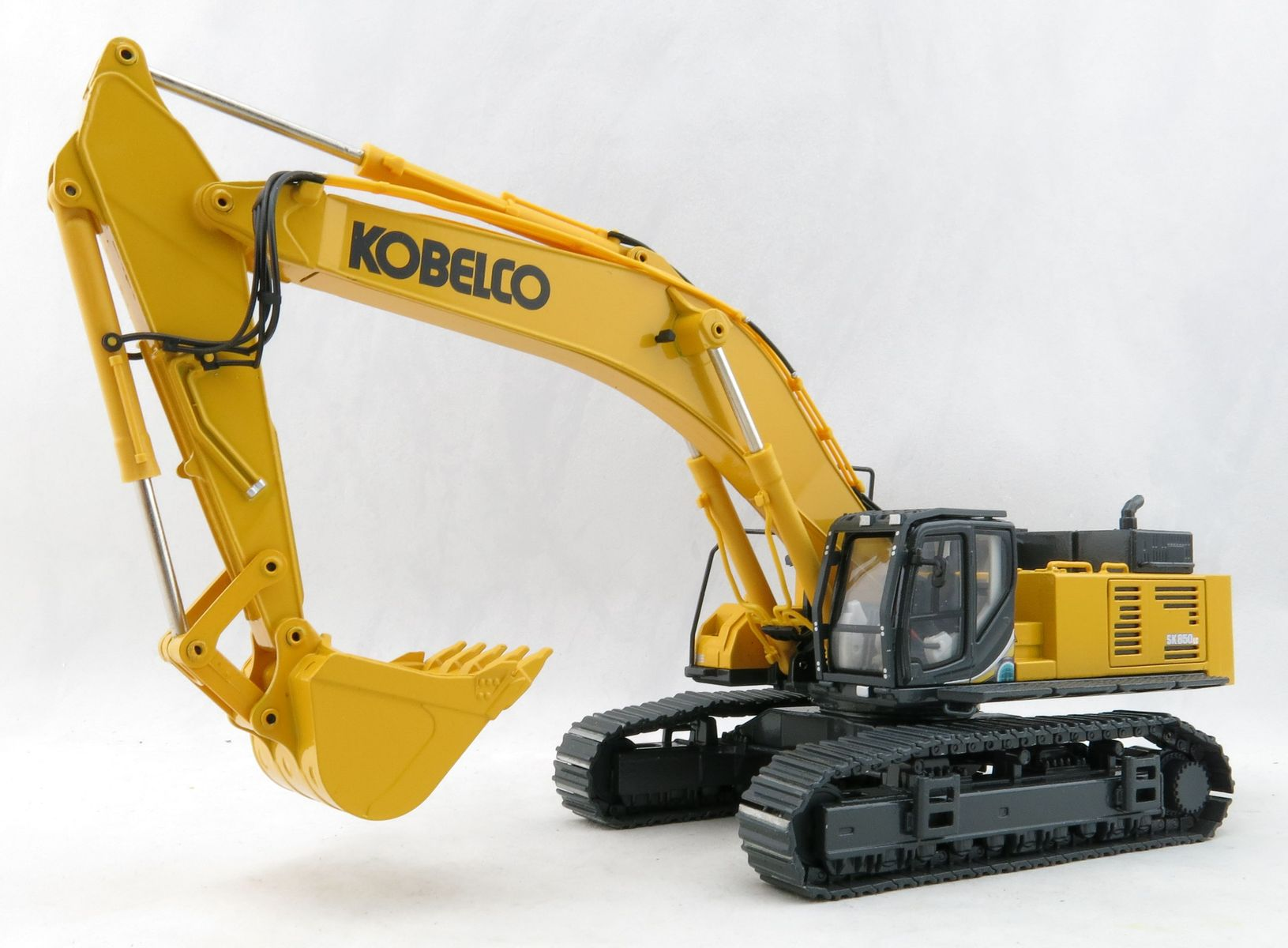 Conrad 2210//0 Kobelco SK 500 LC Large Tracked Hydraulic Excavator Sclae 1:50
